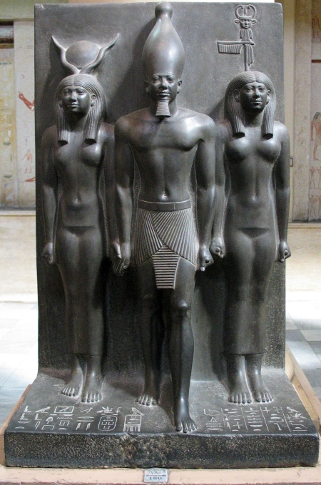 Micerino entre Hathor y Kynópolis, M de El Cairo 2